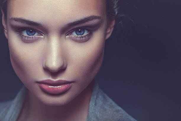closeup-beauty-portrait-of-a-confident-beautiful-brunette-woman-picture-id467928310